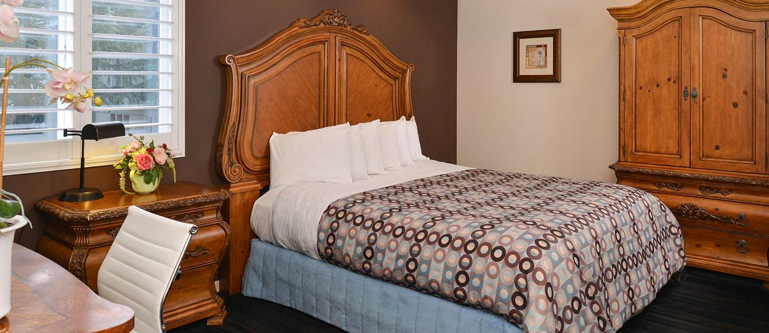 COMFORTABLE ACCOMMODATIONS IN THE HEART OF NAPA