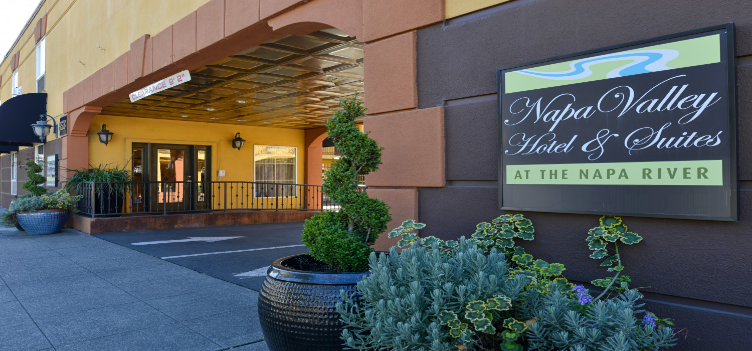 DISCOVER CONTEMPORARY ROOMS, AND MODERN AMENITIES IN THE HEART OF NAPA